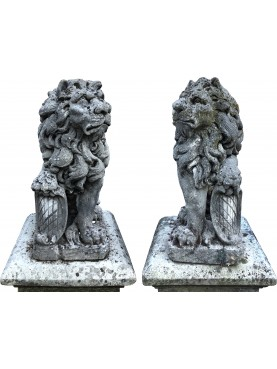 PAIR OF VENETIAN LIONS SITTING WITH NOBLE EMBLEM