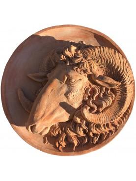 Tondo con Ariete in terracotta dell'Impruneta