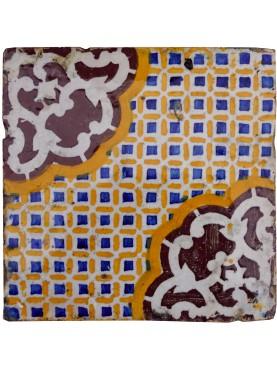 Piastrella originale di maiolica ocra, blu, manganese e ossido di alluminio