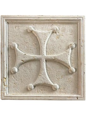Grande croce templare di Malta lobata in pietra bianca