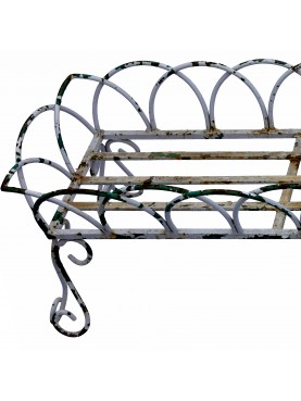 Iron-rod flowerbed from the early 1900s