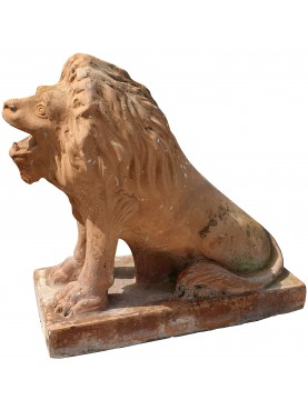 ancient ornamental lion of southern Italy