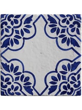 Piastrelle di maiolica bianche e blu fiori e decoro centrale