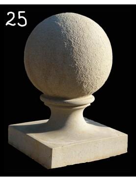 Sfera con base monoblocco in pietra serena