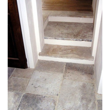 Pavimenti, soglie e gradini in pietra calcarea