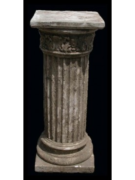 Column in cement H.78cms/52x52cms