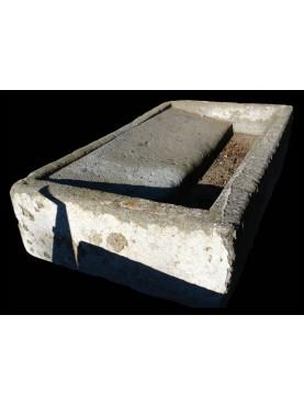 Lavatoio antico originale in peperino di Tuscania
