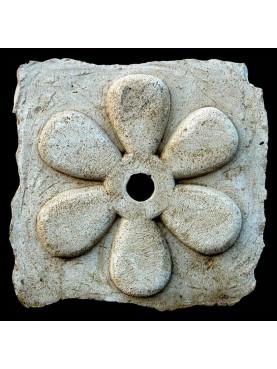 Bocca di fontana a sei petali