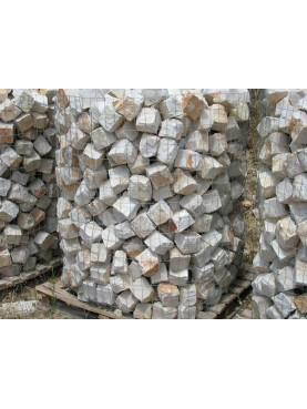 Cobble stones Sanpietrini white limstone