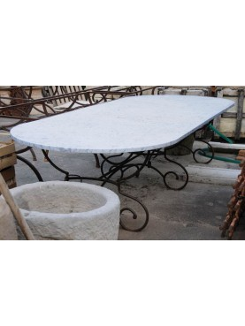 Great oval white Carrara marble and forged iron table