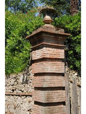Tomeoni's garden gate pillars