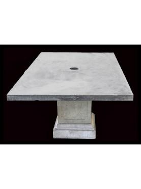 Tavolo in pietra e cemento