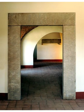 Grande portale in pietra serena