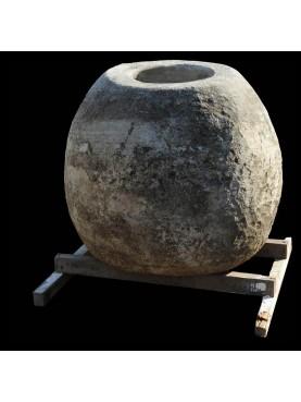 Giara in pietra per la calce idrata