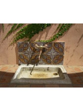 Lavandino della Versilia e piastrelle 20x20 cm