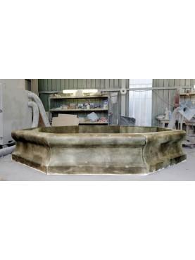 Grande fontana ottagonale in pietra serena