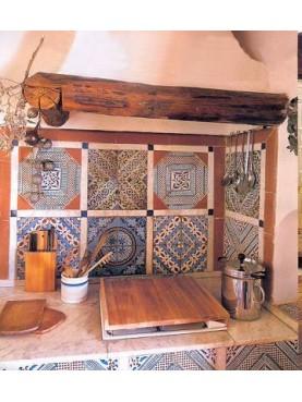 Retro cucina realizzato con piastrelle in maiolica